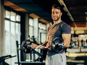 fit guy who takes Progentra exercising in gym
