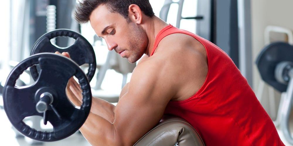 man doing curls at gym